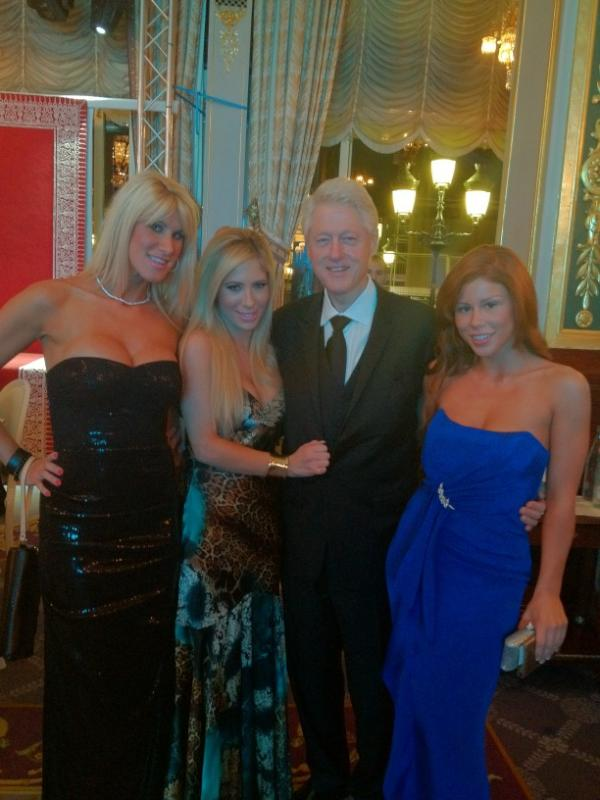 Bill Clinton Pose with Porn Stars